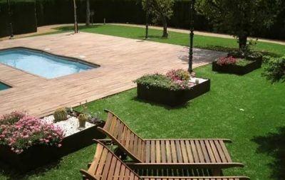 césped artificial para piscinas diseño con tarima