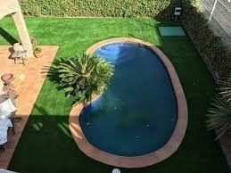 césped artificial para piscinas diseño juega con las formas