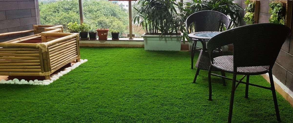 mi terraza con césped artificial